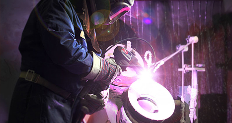 Manual application of a metalized coating